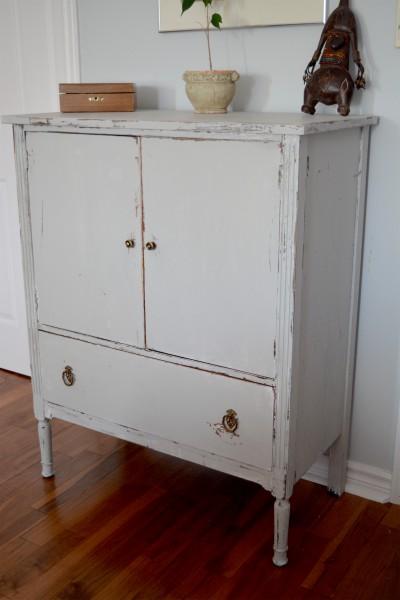 Commode en bois shabby, rustic chic gris blanc usée