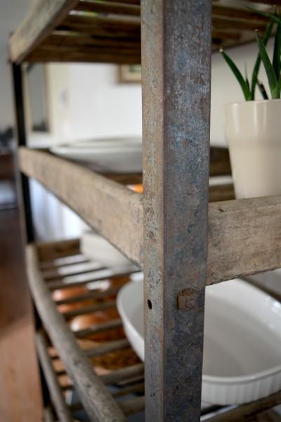 Étagère industrielle à pain antique bois et métal4
