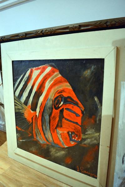 Tableau de piranha orange et cadre blanc2