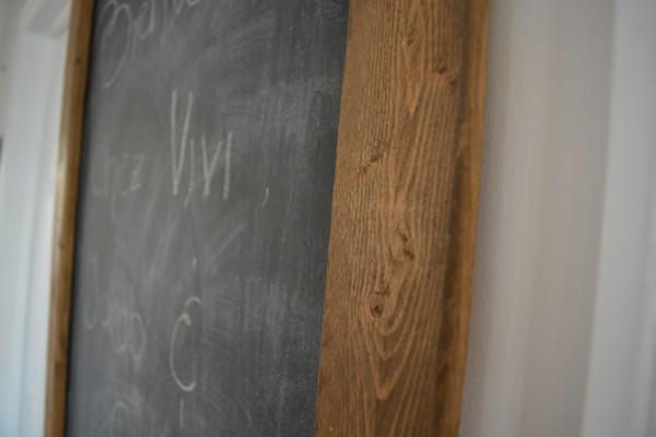 Tableau de type ardoise à craie bois teint foncé4