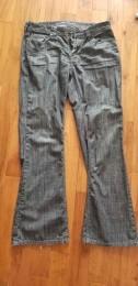Pantalons jeans, chemises, chandails