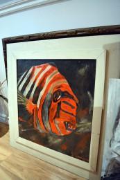 Tableau de piranha orange et cadre blanc